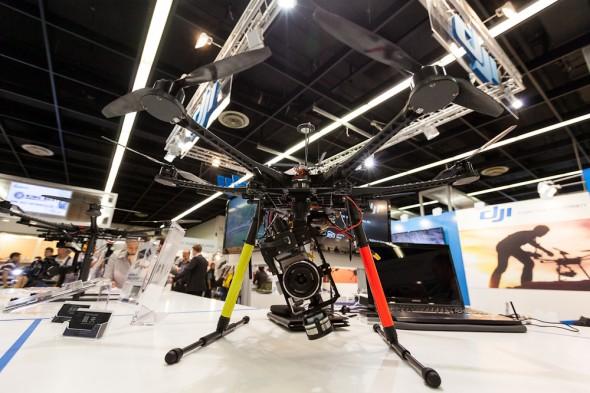 Fjernstyret helikopter til kamera