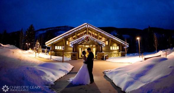 Bryllupsbillede i vinterlandskab -  By Charlotte Geary Photography