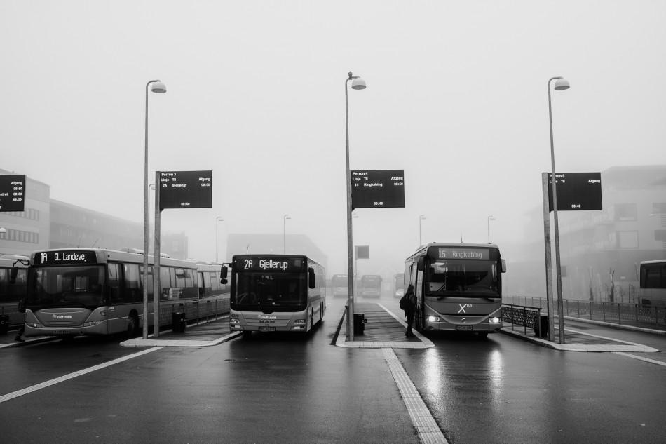 Busser på stribe med afgang mod Ringkøbing, Gjellerup og Gl Landevej