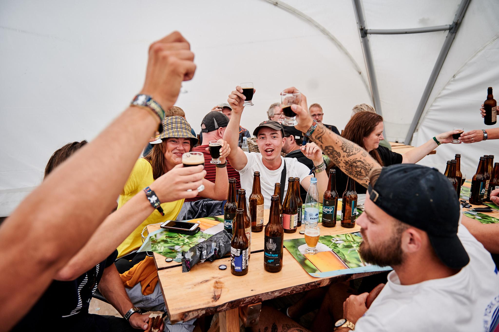 Stor skål til ølsmagning på Smukfest
