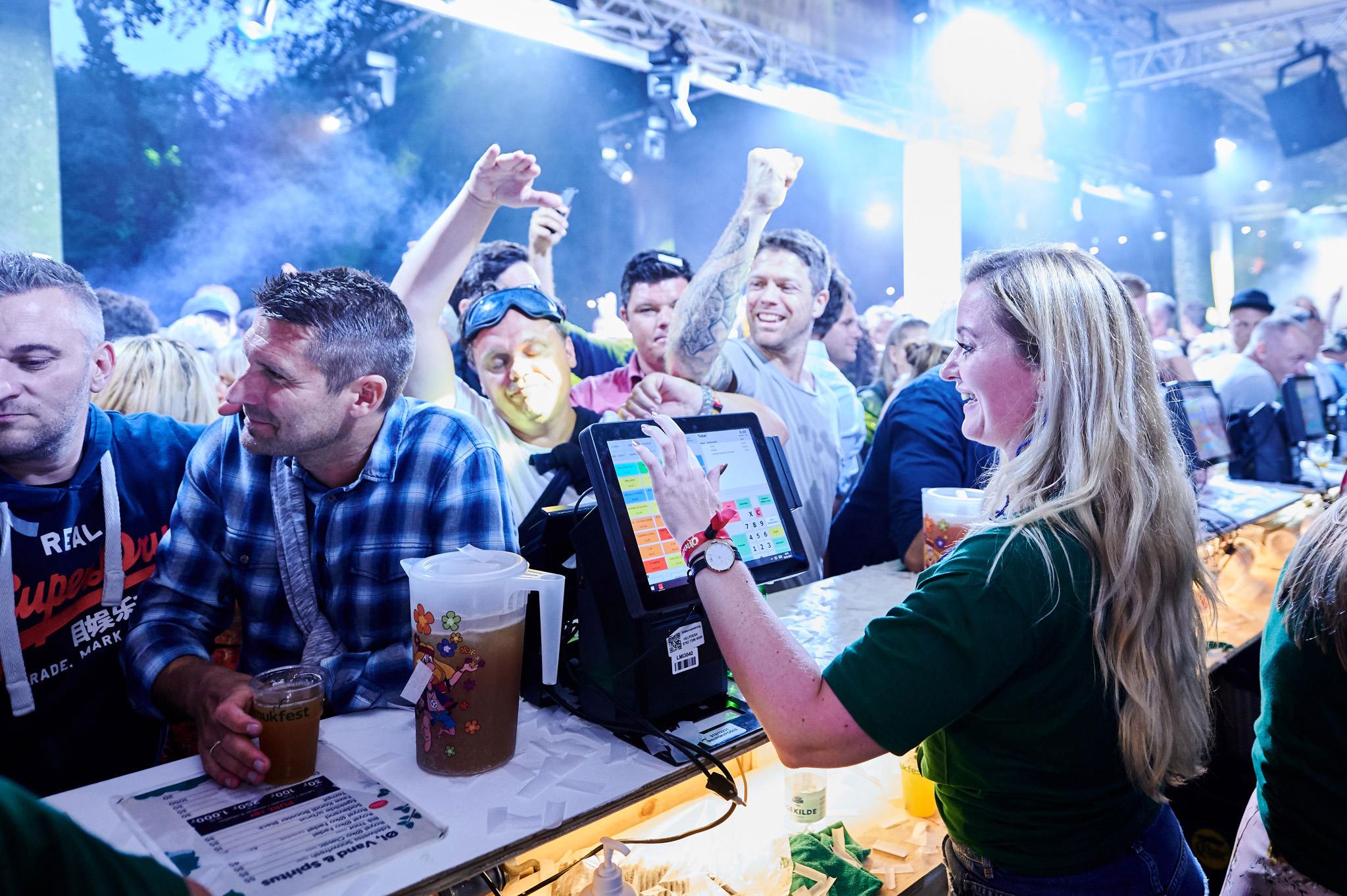 Bartendere i afterski baren - Smukfest