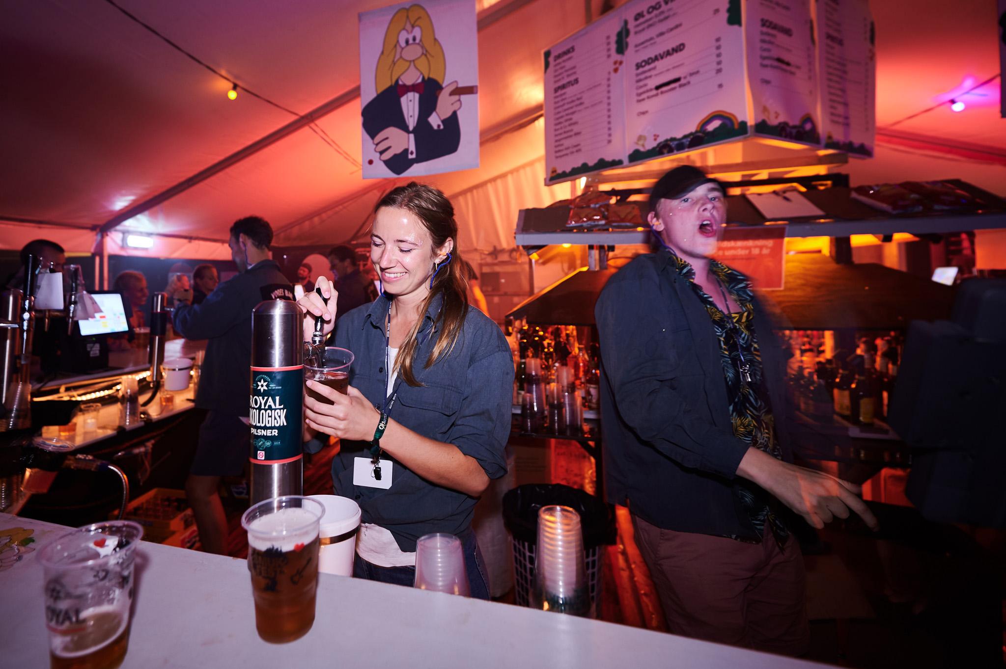 Bartender i Vores Bar - Smukfest foto